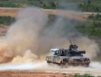 Більше 900 танкістів взяли участь у нічних навчаннях в Оренбурзькій області