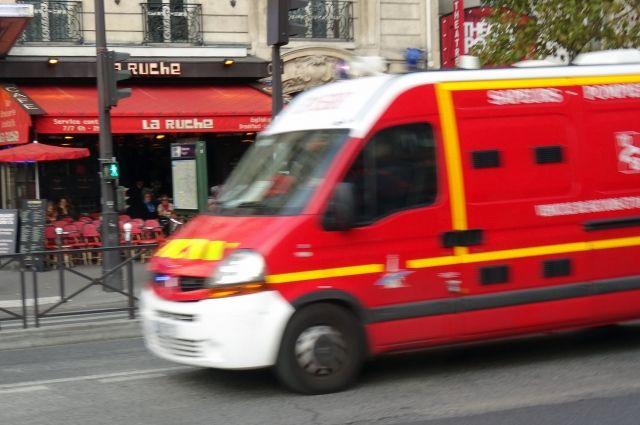Пять человек пострадали при мощном взрыве в пригороде Парижа