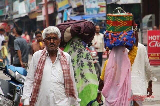 Минфин Индии начнет выпуск пластиковых денег