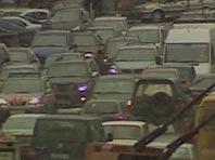 В столицу возвращаются пробки, москвичей призвали не ездить по городу в часы пик