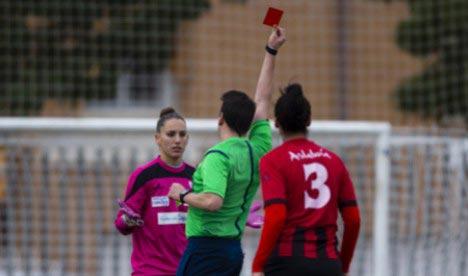 Футболистка обвинила пригласившего ее на свидание арбитра в провокации