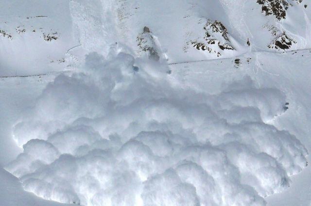 Не менее четырех человек погибли при сходе лавин на севере Италии